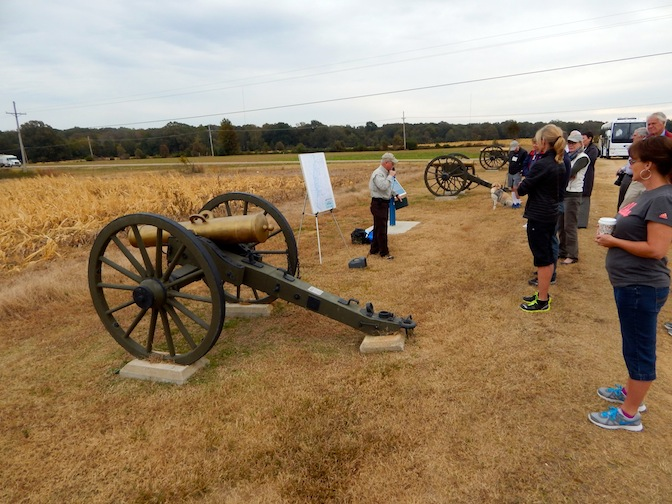 historian at Vicksburg battlefield on tour